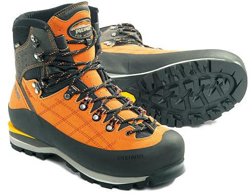 chaussures de randonnée et PFC
