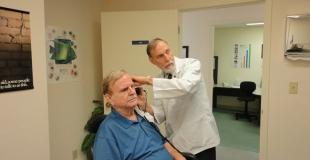 Problème d'audition : des soins et des appareils auditifs de plus en plus performants
