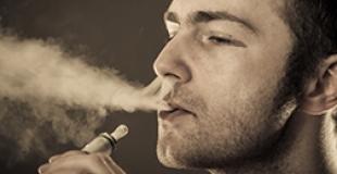 La cigarette électronique : risquée ou pas ?