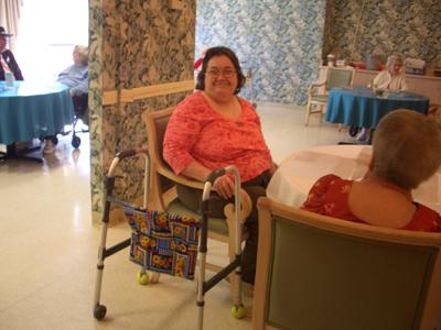Seniors en maison de retraite médicalisée